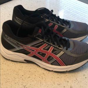 ASICS running shoes, men's sz 9-1/2 medium.